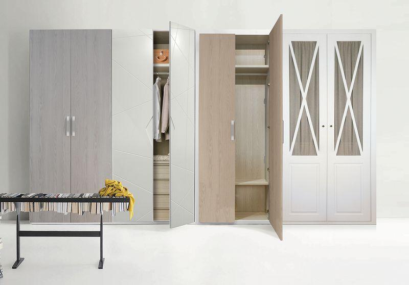 Composición de armario con puertas abatibles de varios modelos.
