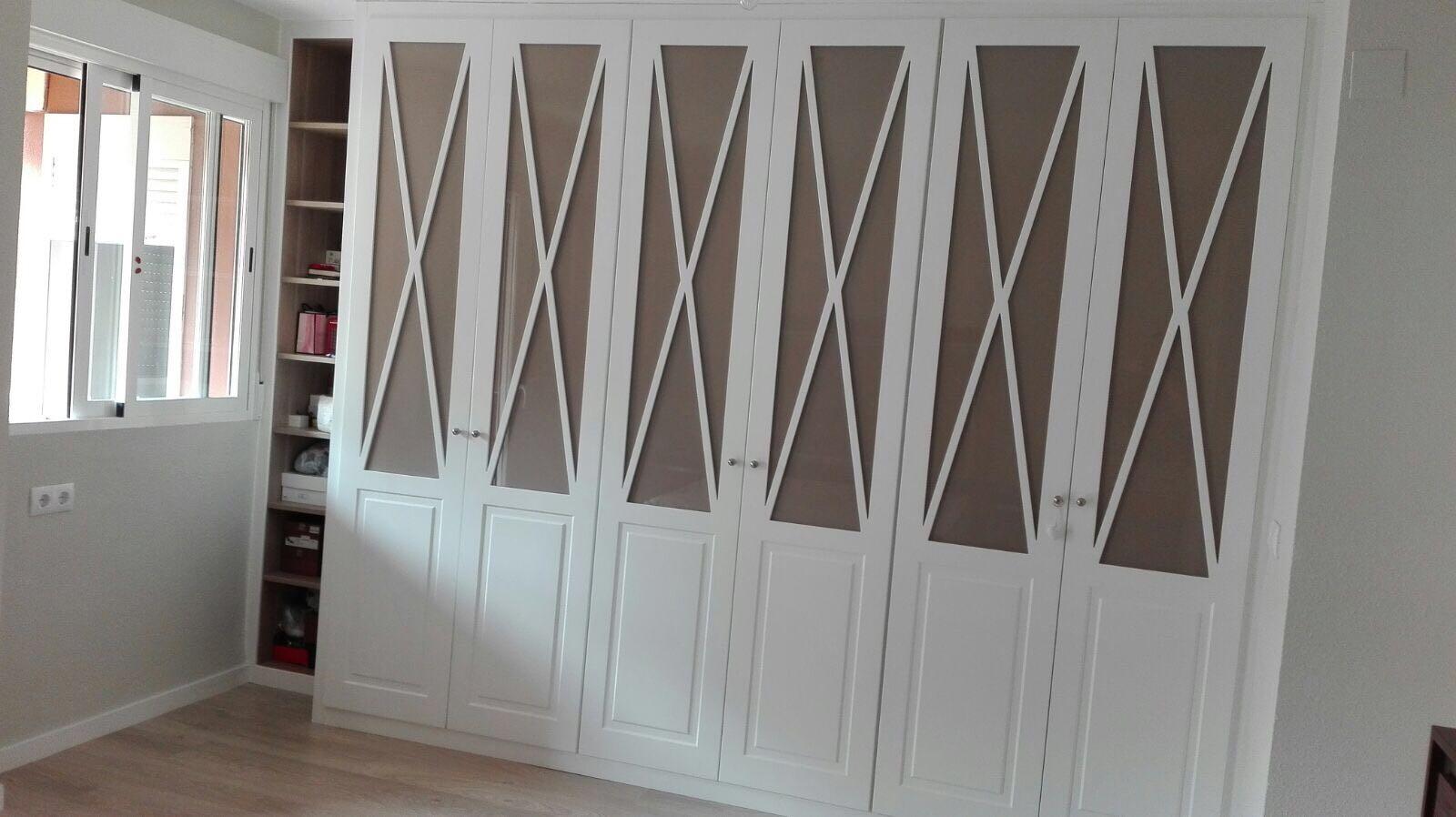 Armario Empotrado en Valencia con Puertas Abatibles dobles color Blanco